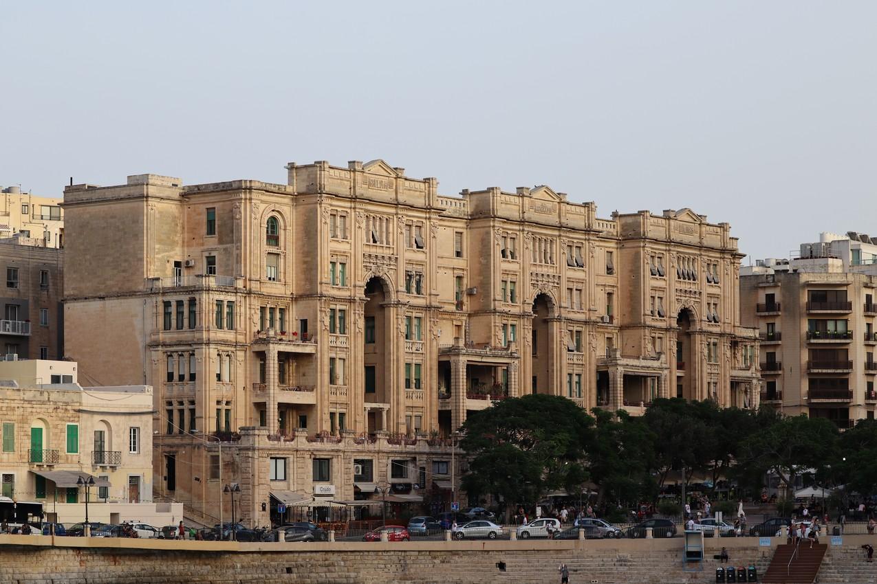 Balluta Buildings, San Ġiljan